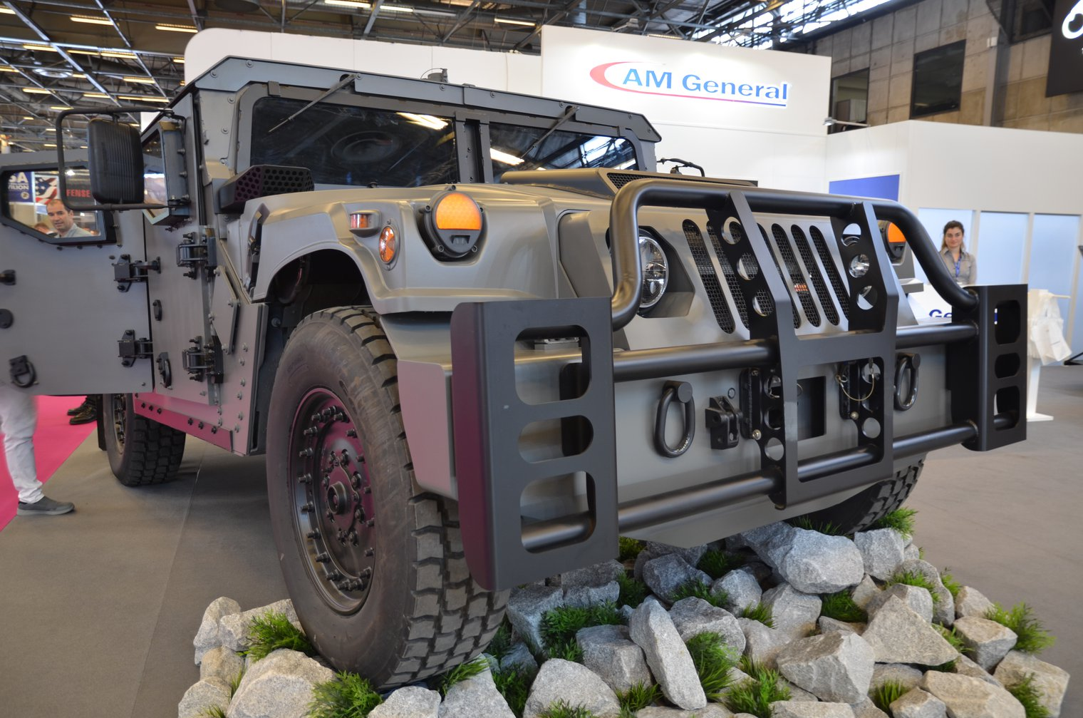 big sale 13c97 b1848 Eurosatory 2018: Humvee evolves to NXT 360 - LWI - Land ...