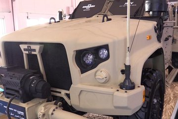 Dubai Airshow 2017: Oshkosh sands down its JLTV (video)