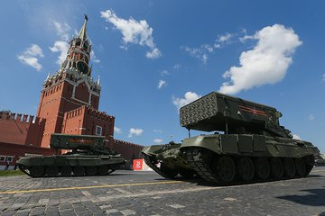 PODCAST: Russia lifts the veil on new military equipment and the tracks versus wheels debate