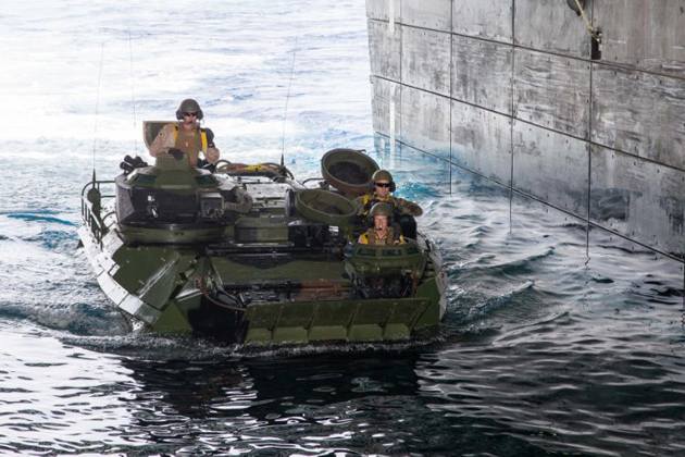 HMAS Canberra embarks AAVs