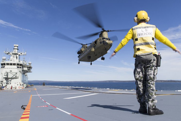 Aussie CH-47F completes HMAS Adelaide trials