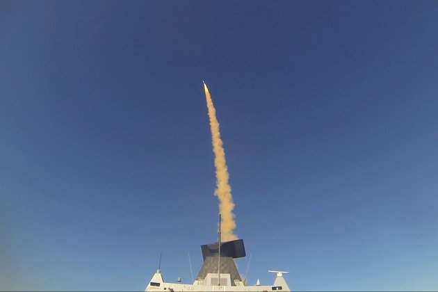 HMS Diamond tests Sea Viper