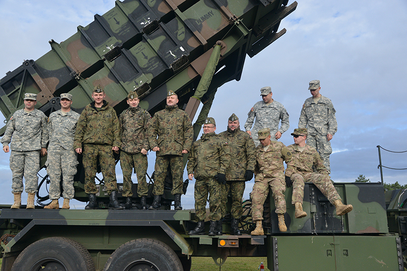 Polish soldiers assigned to Air Defense Artillery with soldiers from the 5th Battalion, 7th Air Defense Artillery Regiment at Smith Barracks, Baumholder, Germany, in 2015. (US Army photo)