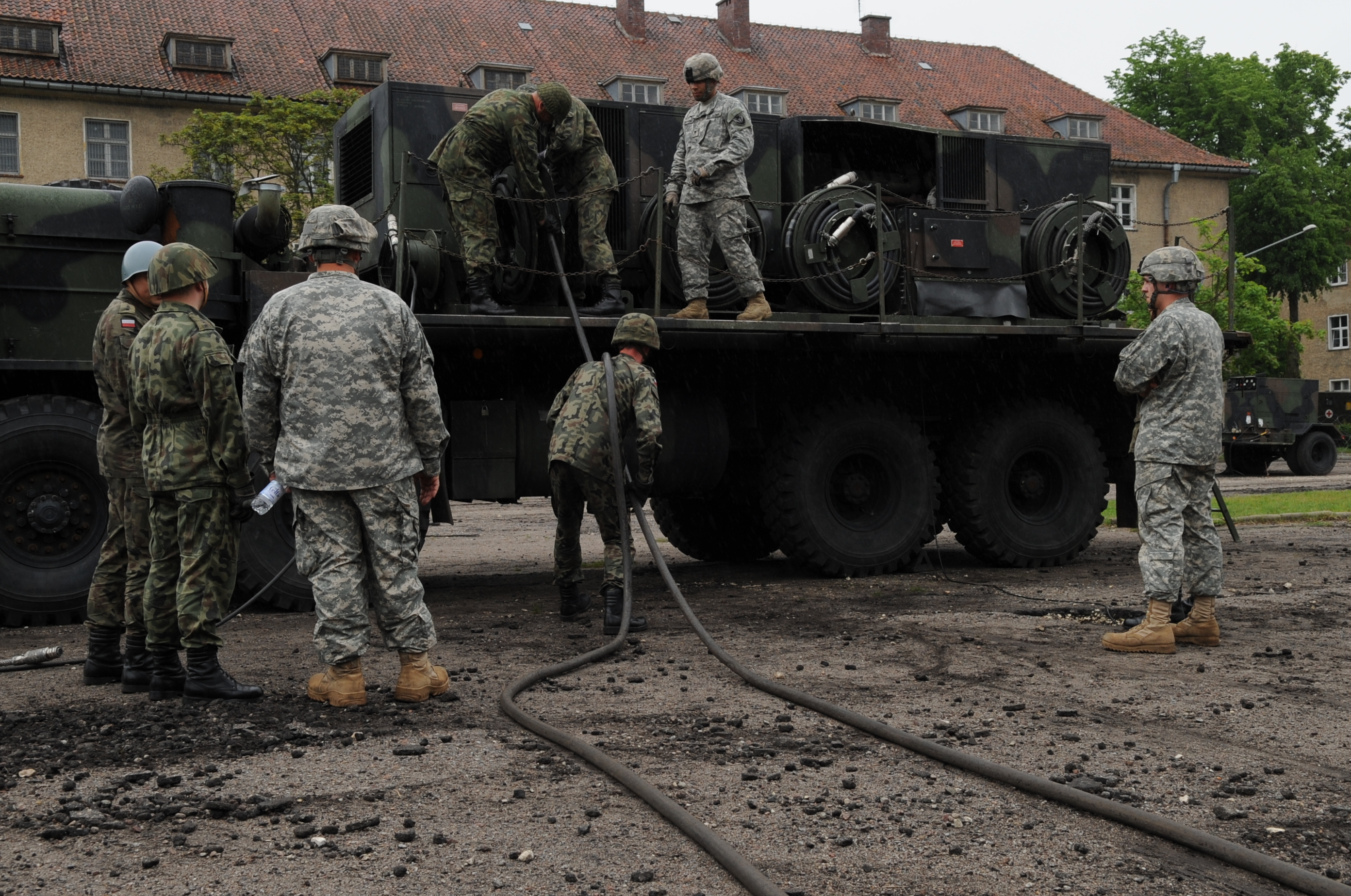 US Army soldiers familiarise members of the Polish military on how to conduct preventive maintenance on the Patriot missile systems in Morag, Poland, in 2010. (US Army photo)